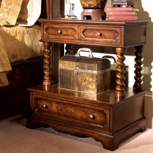 Mansion pillar bedside